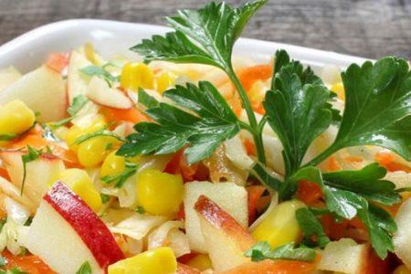 Dietetyczne i pyszne sałatki zamiast obiadu, które zjesz nawet po 22:00