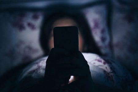 Jak telefony niszczą nasze życie towarzyskie!