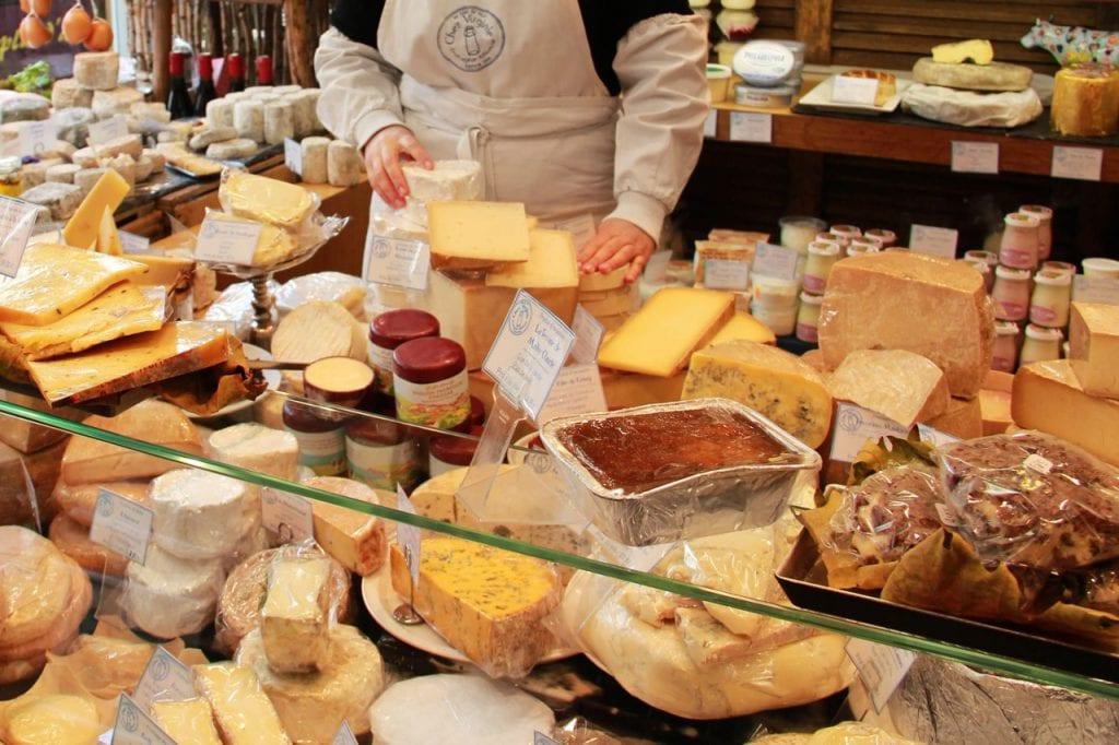 Jak rozpoznać podrobiony ser żółty?