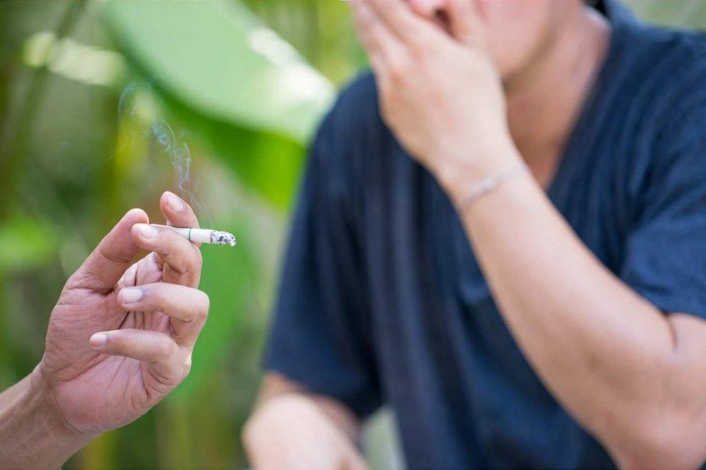 Jakie są skutki biernego palenia papierosów?