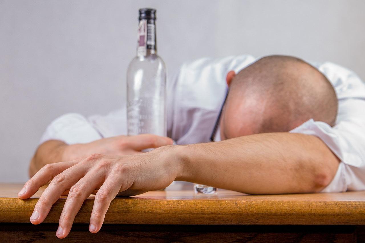 Uzależnienia – jakie są pierwsze symptomy