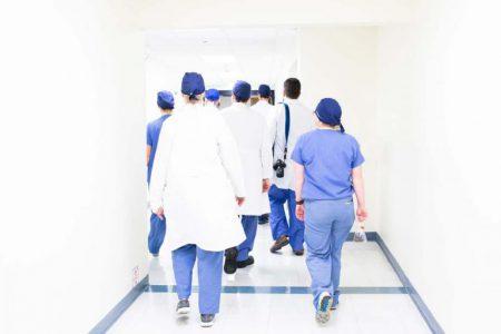 Uniformy medyczne - 7 materiałów