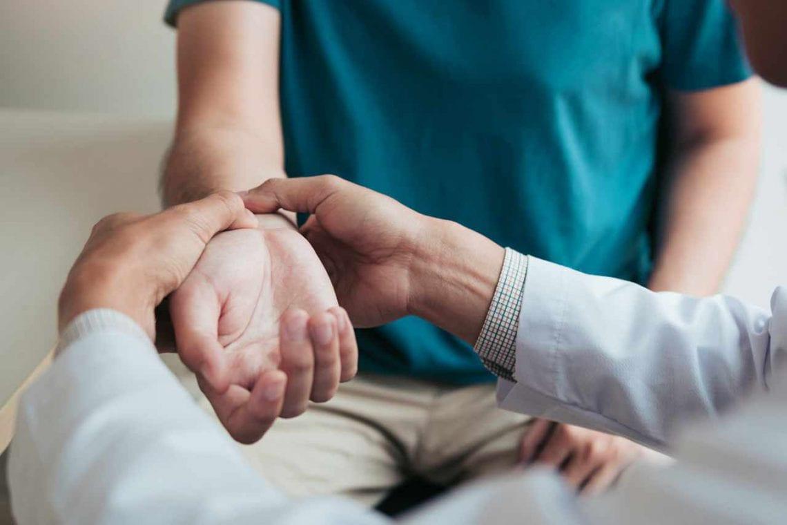 Co powoduje bóle w nadgarstkach?